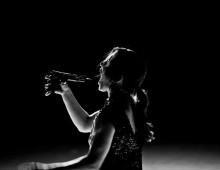 Hillary Blake-Firestone dances Duivelsdans